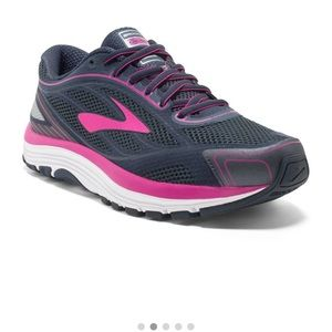 Dyad 9 Brooks Running Shoes for Women Size 9